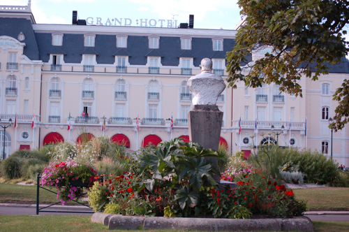 Grand Hotel gardens, Red and Lime green (1 of 1)