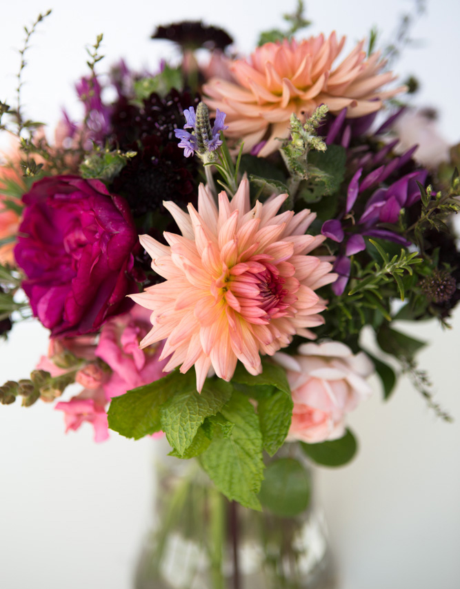 Dahlia preference bouquet (1 of 1)
