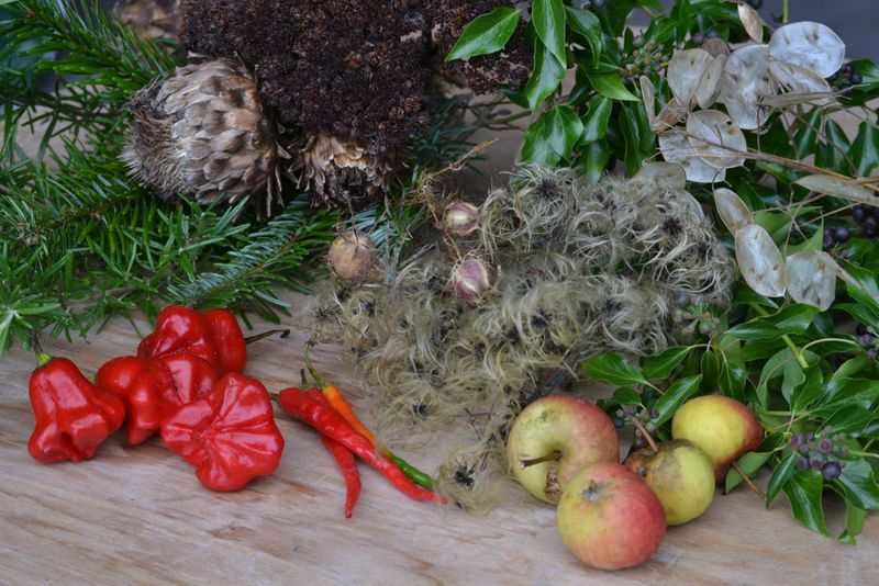 Natural wreath materials