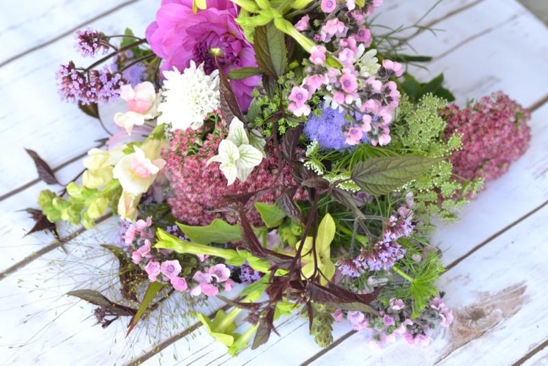 Autumn meadow style bouquet